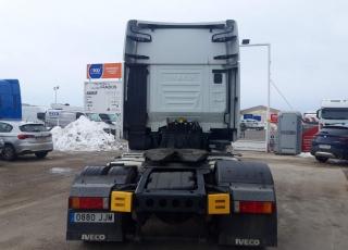 Cabeza tractora IVECO AS440S46TP,  Hi Way,  Euro6,  Automática con intarder,  Del año 2015,  Con 441.395km. Neumáticos 315/70R22.5 Con ADR. Con 12 meses de garantía de cadena cinemática.