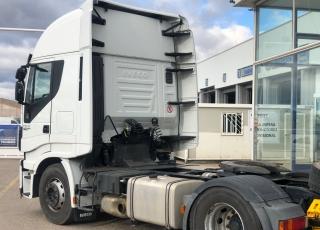 Cabeza tractora IVECO AS440S46TP, Hi Way, Euro5, automática con intarder, del año 2014, con 694.542km