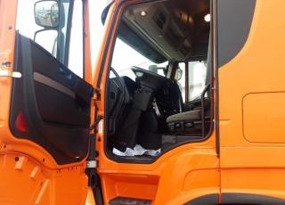 Cabeza tractora IVECO AS440S46TP,  Hi Way,  Euro6,  MANUAL con intarder,  Del año 2015,  Con 473.000km. Neumáticos 385/55R22.5 y 315/70R22.5 Color naranja. Carenados laterales Equipo de frio nocturno  Precio 23.500€+IVA, con tractora reacondicionada y con 12 meses de garantía de cadena cinemática.