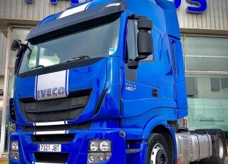 Cabeza tractora IVECO AS440S46TP,  Hi Way,  Euro6,  Automática con intarder,  Del año 2014,  Con 559.000km. Neumaticos 315/60R22.5  Precio 20.500€+IVA, con tractora reacondicionada y con 12 meses de garantía de cadena cinemática.
