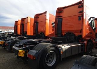 Cabeza tractora IVECO AS440S46TP,  Hi Way,  Euro6,  automática con intarder,  Del año 2015,  Con 373.219km. Neumáticos 385/55R22.5 y 315/70R22.5 Color naranja.