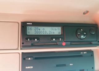 Cabeza tractora IVECO AS440S46TP,  Hi Way,  Euro6,  automática con intarder,  Del año 2015,  Con 388.012km. Neumáticos 385/55R22.5 y 315/70R22.5 Color naranja.