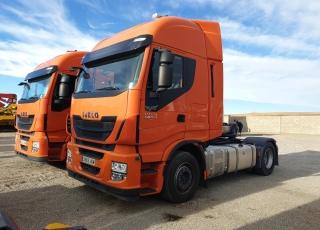 Cabeza tractora IVECO AS440S46TP,  Hi Way,  Euro6,  automática con intarder,  Del año 2015,  Con 351.538km. Neumáticos 385/55R22.5 y 315/70R22.5 Color naranja.