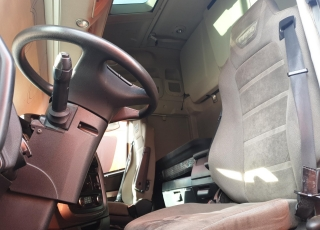 Cabeza tractora IVECO AS440S46TP,  Hi Way,  Euro6,  automática con intarder,  Del año 2015,  Con 376.647km. Neumáticos 385/55R22.5 y 315/70R22.5 Color naranja.  Precio 25.000€+IVA, con tractora reacondicionada y con 12 meses de garantía de cadena cinemática.