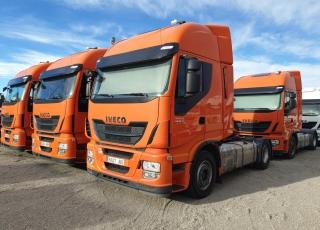 Cabeza tractora IVECO AS440S46TP,  Hi Way,  Euro6,  automática con intarder,  Del año 2015,  Con 374.949km. Neumáticos 385/55R22.5 y 315/70R22.5 Color naranja.