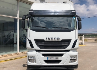 Cabeza tractora IVECO AS440S46TP,  Hi Way,  Euro6,  Automática con intarder,  Del año 2015,  Con 495.042km.
