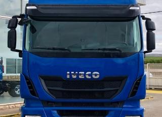 Cabeza tractora IVECO AS440S46TP,  Hi Way,  Euro6,  Automática con intarder,  Del año 2015,  Con 548.103km. Neumáticos 315/70R22.5 Equipo de frío nocturno.  Precio 24.900€+IVA, con tractora reacondicionada y con 12 meses de garantía de cadena cinemática.