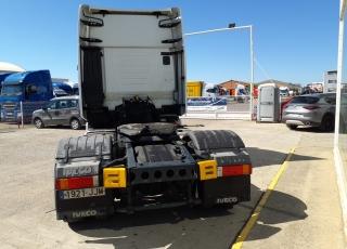 Cabeza tractora IVECO AS440S46TP,  Hi Way,  Euro6,  Automática con intarder,  Del año 2015,  Con 496.861km, Neumáticos 315/70R22.5, ADR.  Precio 25.900€+IVA, con tractora reacondicionada y con 12 meses de garantía de cadena cinemática.