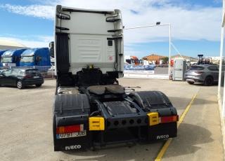 Cabeza tractora IVECO AS440S46TP,  Hi Way,  Euro6,  Automática con intarder,  Del año 2015,  Con 619.596km, Neumáticos 365/55R22.5 y 315/70R22.5, Con equipo de frío nocturno.  Precio 17.500€+IVA, SIN garantía.