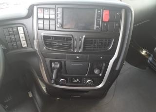 Cabeza tractora IVECO AS440S46TP,  Hi Way,  Euro6,  Automática con intarder,  Del año 2015,  Con 647.003km, Neumáticos 315/80R22.5, Con ADR  Precio 17.500€+IVA, SIN garantía.