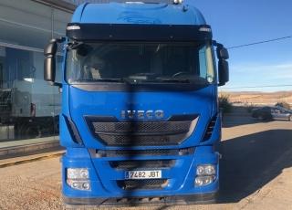 Cabeza tractora IVECO AS440S46TP,  Hi Way,  Euro6,  Automática con intarder,  Del año 2014,  Con 537.792km. Rueda 315/60R22.5  Precio 20.500€+IVA, con tractora reacondicionada y con 12 meses de garantía de cadena cinemática.