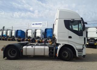 Cabeza tractora IVECO AS440S46TP,  Hi Way,  Euro6,  Automática con intarder,  Del año 2015,  Con 760.407km, Neumáticos 315/80R22.5,  Precio 15.500€+IVA  SIN garantía.