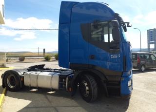 Cabeza tractora IVECO AS440S46TP,  Hi Way,  Euro6,  Automática con intarder,  Del año 2015,  Con 515.403km. Neumáticos 315/70R22.5  Precio 24.900€+IVA, con tractora reacondicionada y con 12 meses de garantía de cadena cinemática.