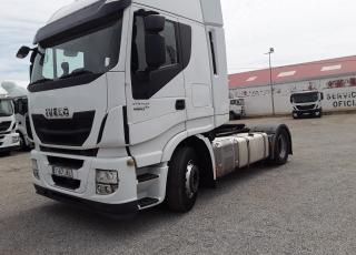 Cabeza tractora IVECO AS440S46TP,  Hi Way,  Euro6,  Automática con intarder,  Del año 2015,  Con 619.867km, Neumáticos 315/70R22.5, Con equipo de frio nocturno.  Precio 17.500€+IVA, SIN garantía.
