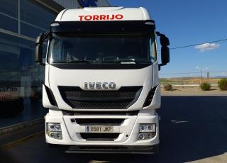 Cabeza tractora IVECO AS440S46TP,  Hi Way,  Euro6,  Automática con intarder,  Del año 2015,  Con 313.186km, Neumáticos 315/70R22.5,  Precio 26.900€+IVA, con tractora reacondicionada y con 12 meses de garantía de cadena cinemática.