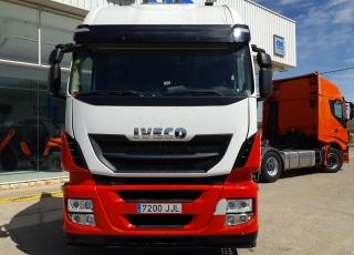 Cabeza tractora IVECO AS440S46TP,  Hi Way,  Euro6,  Automática con intarder,  Del año 2015,  Con 484.182km, Neumáticos 315/70R22.5,  Precio 25.900€+IVA, con tractora reacondicionada y con 12 meses de garantía de cadena cinemática.