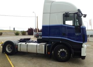 Cabeza tractora IVECO AS440S46TP,  Hi Way,  Euro6,  Automática con intarder,  Del año 2015,  Con 591.118km, Neumáticos 315/80R22.5, Con ADR  Precio 24.900€+IVA, con tractora reacondicionada y con 12 meses de garantía de cadena cinemática.
