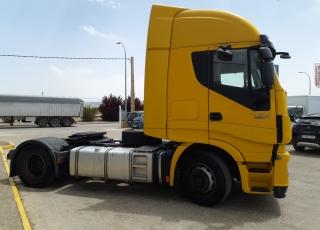 Cabeza tractora IVECO AS440S46TP,  Hi Way,  Euro6,  Automática con intarder,  Del año 2015,  Con 903.411km, Neumáticos 315/70R22.5, Con equipo de frío nocturno.  Precio 13.500€+IVA  SIN garantía.