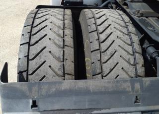 Cabeza tractora IVECO AS440S46TP,  Hi Way,  Euro6,  Automática con intarder,  Del año 2015,  Con 711.161km, Neumáticos 315/80R22.5,  Precio 15.500€+IVA  SIN garantía.