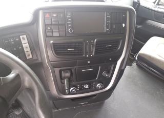 Cabeza tractora IVECO AS440S46TP,  Hi Way,  Euro6,  Automática con intarder,  Del año 2015,  Con 701.655km, Neumáticos 315/80R22.5,  Precio 15.500€+IVA  SIN garantía.
