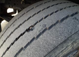 Cabeza tractora IVECO AS440S46TP,  Hi Way,  Euro6,  Automática con intarder,  Del año 2015,  Con 541.489km. Neumáticos 365/55R22.5 y 315/70R22.5  Precio 24.900€+IVA, con tractora reacondicionada y con 12 meses de garantía de cadena cinemática.