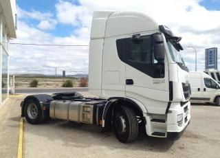 Cabeza tractora IVECO AS440S46TP,  Hi Way,  Euro6,  Automática con intarder,  Del año 2015,  Con 457.795km, Neumáticos 315/70R22.5,  Precio 30.900€+IVA, con tractora reacondicionada.
