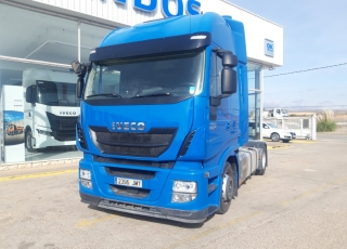 Cabeza tractora IVECO AS440S46TP,  Hi Way,  Euro6,  Automática con intarder,  Del año 2016,  Con 183.200km. Rueda 315/60R22.5 Con 12 meses de garantía de cadena cinemática.