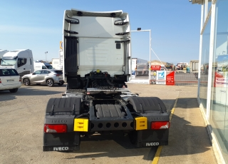 Cabeza tractora IVECO AS440S48TP,  EVO Hi Way,  Euro6,  Automática con intarder,  Del año 2017,  Con 333.521km. Neumáticos 315/70R22.5  Precio 42.500€+IVA, con tractora reacondicionada y con 12 meses de garantía de cadena cinemática.