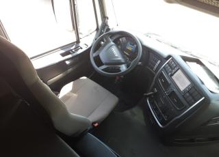 Cabeza tractora IVECO AS440S48TP,  Hi Way,  Euro6,  Automática con intarder,  Del año 2015,  Con 533.370km. Neumáticos 365/55R22.5 y 315/70R22.5  Precio 24..900€+IVA, con tractora reacondicionada y con 12 meses de garantía de cadena cinemática.