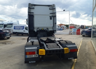 Cabeza tractora IVECO AS440S48TP,  Hi Way,  Euro6,  Automática con intarder,  Del año 2015,  Con 527.917km. Neumáticos 365/55R22.5 y 315/70R22.5  Precio 24.900€+IVA, con tractora reacondicionada y con 12 meses de garantía de cadena cinemática.