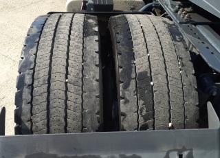 Cabeza tractora IVECO AS440S48TP,  Hi Way,  Euro6,  Automática con intarder,  Del año 2015,  Con 566.023km. Neumáticos 365/55R22.5 y 315/70R22.5  Precio 24.900€+IVA, con tractora reacondicionada y con 12 meses de garantía de cadena cinemática.
