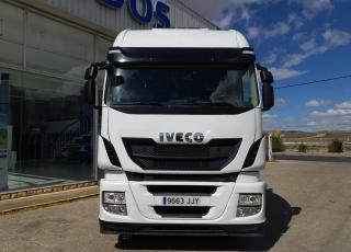 Cabeza tractora IVECO AS440S48TP,  Hi Way,  Euro6,  Automática con intarder,  Del año 2015,  Con 573.755km. Neumáticos 315/80R22.5  Precio 29.900€+IVA, con tractora reacondicionada y con 12 meses de garantía de cadena cinemática.