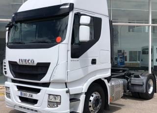 Cabeza tractora IVECO AS440S48TP,  Hi Way,  Euro6,  Automática con intarder,  Del año 2015,  Con 449.815km, Neumáticos 315/80R22.5,  Precio 25.900€+IVA, con tractora reacondicionada y con 12 meses de garantía de cadena cinemática.