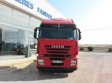 Cabeza tractora IVECO AS440S50TP automática con intarder, del año 2011, 464.054km, en muy buenas condiciones, con 12 meses de garantía de cadena cinemática.