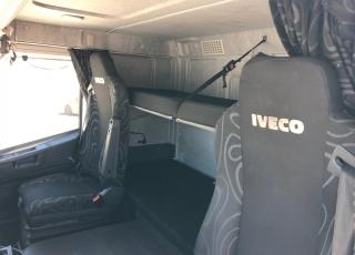 Cabeza tractora IVECO AT440S46T/FP CT, Hi Road, Euro6, automática con intarder, del 2016, con 371.191km. Cabina estrecha con cama. Portacoches