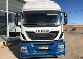 Cabeza tractora IVECO  Modelo AT440S46TP Euro6,  Automática con intarder,  Del año 2016,  Solo 471.226km. Con 12 meses de garantía de cadena cinemática.