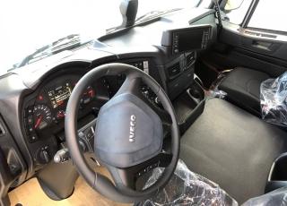 Nueva tractora IVECO AT440S46T/P HR EVO Automática con intarder. OPCIONALES: LLANTAS ALUMINIO CARENADOS LATERALES COLOR GRIS SUSPENSIÓN DE CABINA NEUMÁTICA IVECONECT TPMS( MEDIDOR DE PRESIÓN NEUMÁTICOS) 2 LITERAS MODO ROKING  RUEDAS  315/70R22.5 MICHELIN PILOTOS DE LED NEVERA 5º RUEDA ALIGERADA CALDERINES DE ALUMINIO CLIMATIZADOR CIERRE CENTRALIZADO CON TELEMANDO HILL HOLDER  TOTALMENTE EQUIPADA
