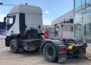 Cabeza tractora IVECO AT440S46TP, automática con intarder, del año 2012, con 990.434km