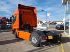 Cabeza tractora IVECO Hi Road AT440S46T/P Euro 6, automática con intarder, del 21/12/2015, 107.007km, con carenados laterales, llantas de aluminio, ADR básico, equipo de frió nocturno con garantía de extra cadena cinemática hasta el 22/12/18.