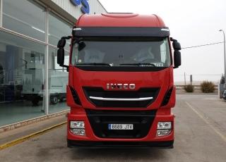 Cabeza tractora IVECO Hi Way AS440S46T/P, automática con intarder, de 2016, con 327.000km.
