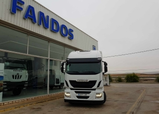 Tractor head IVECO Hi Way AS440S46T/P, automatic with retarder, ADR, year 2015, with 370.764km.