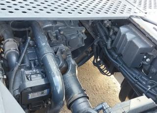 Cabeza tractora seminueva IVECO Hi Way AS440S46T/P, automática con intarder, de 2015, con 368.929km, con ADR completo.