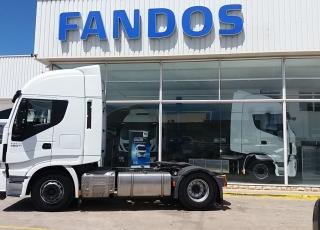 Cabeza tractora seminueva IVECO Hi Way AS440S46T/P, automática con intarder, de 2015, con 601.416km, a un precio increíble. Precio sin impuestos.