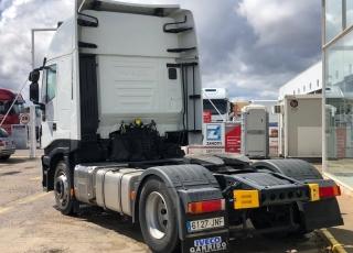 Cabeza tractora IVECO Hi Way AS440S46T/P, automática con intarder, de 2016, con 352.710km.