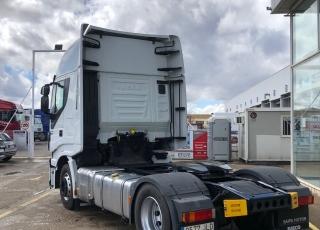 Cabeza tractora IVECO Hi Way AS440S46T/P, automática con intarder, de 2016, con 316.348km.