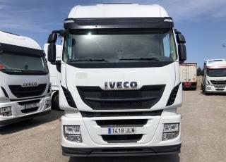 Cabeza tractora IVECO Hi Way AS440S46T/P, automática con intarder, de 2016, con 386.400km.