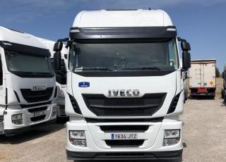 Cabeza tractora IVECO Hi Way AS440S46T/P, automática con intarder, de 2016, con 297.685km.