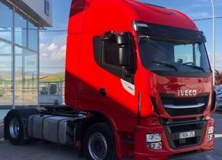 Cabeza tractora IVECO Hi Way AS440S46T/P, automática con intarder, de 2016, con 340.839km.