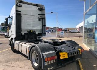 Cabeza tractora seminueva IVECO Hi Way AS440S46T/P, automática con intarder, de 2015, con 175.607km, tu eliges el tipo de garantía.