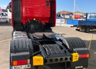 Tractor head IVECO Hi Way AS440S46T/P, automatic with retarder, year 2015, with 327.044km.